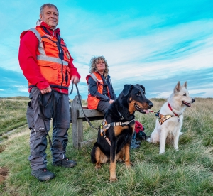 Search dog visitors from Germany